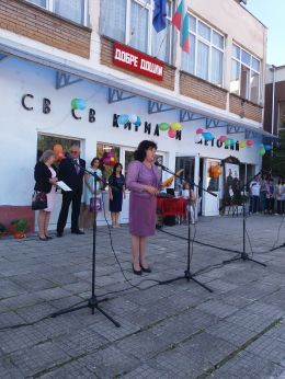 Приветствие от г-жа Валя Тодорова - директор на училището - ОУ Св.Св. Кирил и Методий - Ловеч